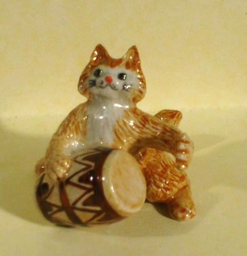Ginger CAT plays CONGA Drum MINIATURE Figurine Porcelain New KLIMA K629A