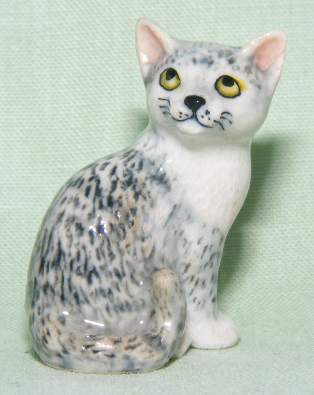 Grey Tiger CAT Sits SUPER MINIATURE Porcelain FIGURINE KLIMA L176C