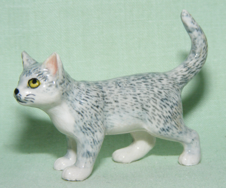 Grey Tiger CAT Strolls Looks Up SUPER MINIATURE Porcelain FIGURINE KLIMA L176A
