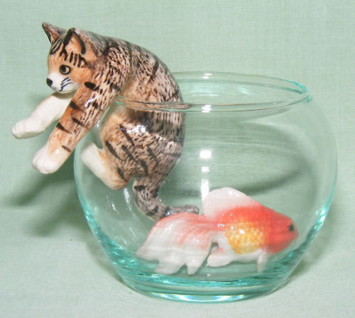 CAT TIGER Climbs Out of GLASS BOWL w GOLDFISH inside 3 Figurines MINIATURE Porcelain KLIMA L993C