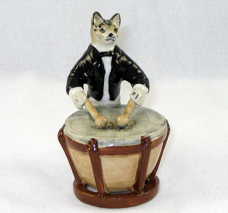 CAT Gray Tiger n Tuxedo plays KETTLE DRUM MINIATURE Porcelain KLIMA L657C