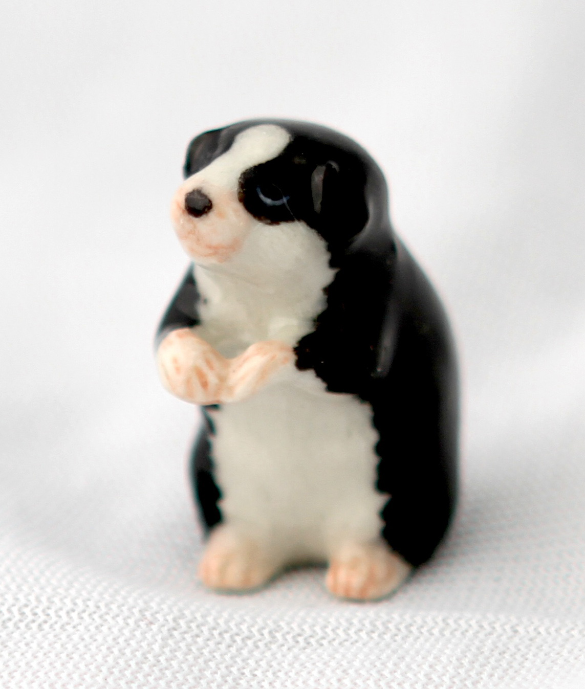 GUINEA PIG Black & White Sits Up SUPER MINIATURE Figurine Porcelain KLIMA L878A