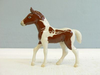 HORSE PINTO Foal Stands MINIATURE Porcelain NORTHERN ROSE R226