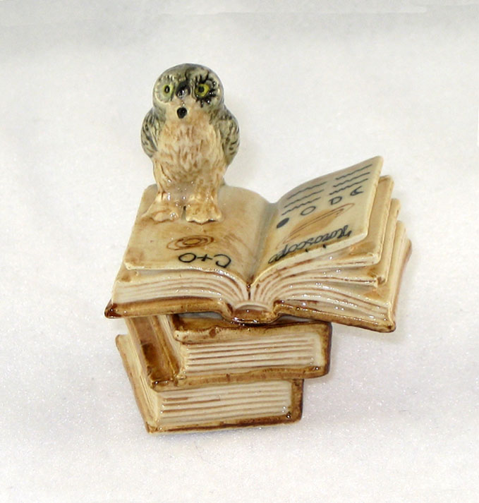 OWL 2 Stacked Brn Books 1 Open Owl Speaks New Porcelain KLIMA K419-25