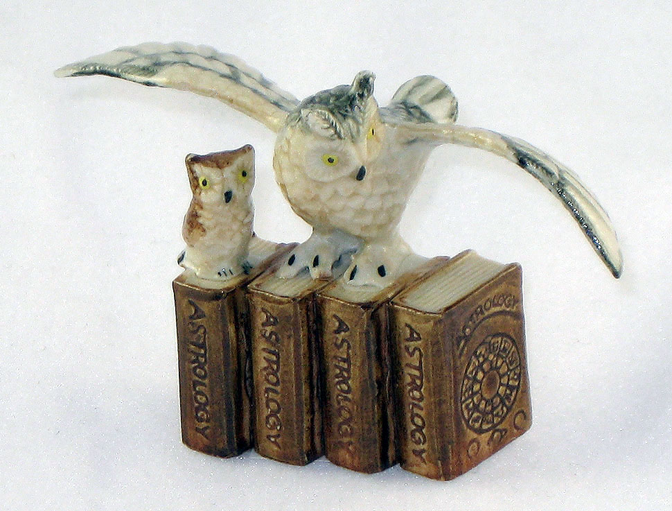 OWL w/Open Wings 4 Books w/Chick MINIATURE Porcelain KLIMA K419-3