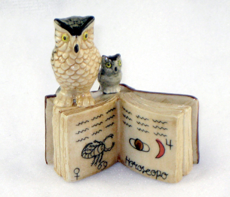 OWL Mom/Chick on SCORPION Open BOOK MINIATURE Figurine Porcelain KLIMA K419-11