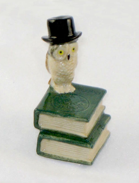 OWL TOP HAT on 2 Green BOOKS MINIATURE Porcelain KLIMA K419-19